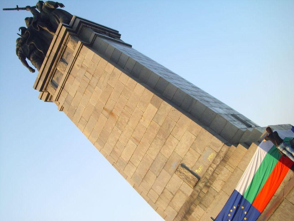 Паметникът на съветската армия не е военен/войнишки паметник